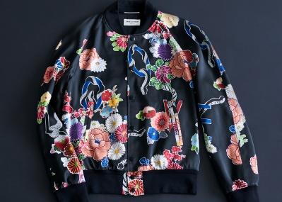 「サンローラン」から、色気のある花々が咲き誇る主役級ブルゾンが登場!