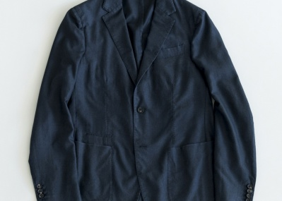 シワになりにくいカシミア! トラベルジャケットの決定版は「エルメネジルド ゼニア」から。