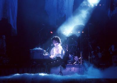 死後ののぞき見か プリンスの「新譜」でパープル・レイン再降臨