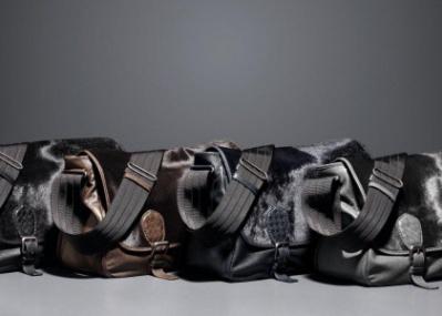 ボッテガ・ヴェネタのメンズ新作、「ガルデーナ メッセンジャーバッグ」がいよいよ入荷!