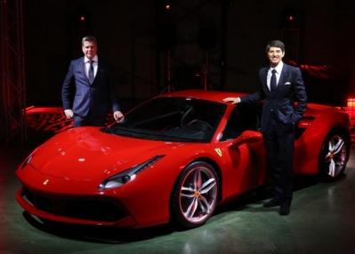 最新のフェラーリは、燃費が2割もよくなって約100馬力アップ!