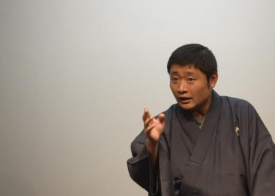 立川志の春さんの『バイリンガル落語会』、代官山のヘアサロン「boy Attic」で特別開催!