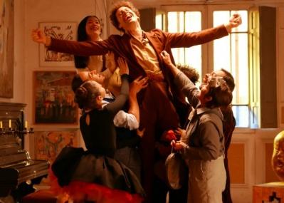 カルト的人気を誇るホドロフスキーが、現実とファンタジーを融合して描く青春物語『エンドレス・ポエトリー』