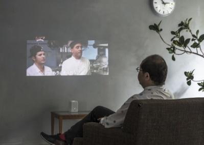 ソニーの超短焦点プロジェクターLSPX-P1で、テレビのない生活を。