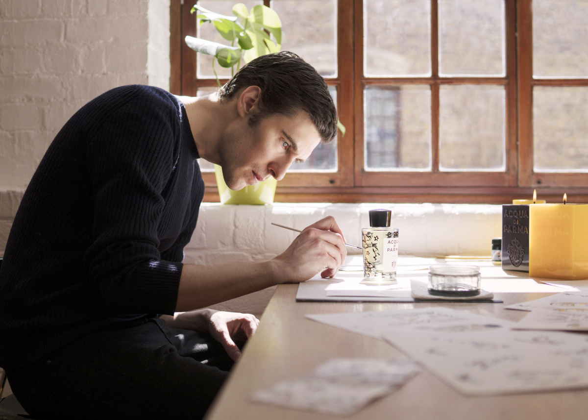 イタリアのフレグランス「アクア ディ パルマ コロニア」に、小鳥を描いたアーティストエディションが登場。