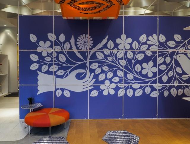 ミッドセンチュリーのカフェや空港ラウンジが出現 !?  店内大改装の「アレキサンダー・ジラード展」