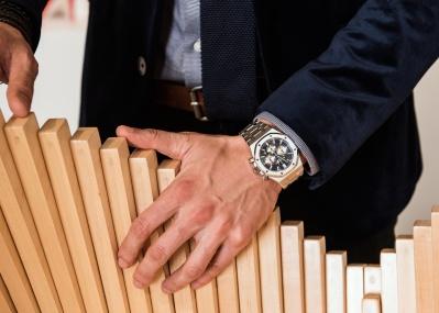 スイス高級時計と気鋭の現代アーティスト、両者を結ぶ「オーデマ ピゲ」というキーワード