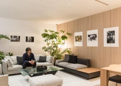 アルフレックス東京がフォトギャラリーに変身! 小山薫堂&アレックス・ムートン展「ライカで撮るイタリア・京都」が開催中。