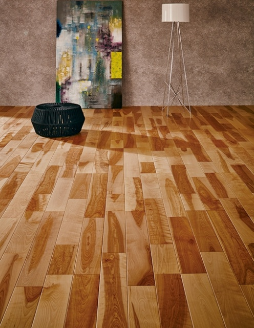 「朝日ウッドテック」、銘木の床に広がる天然木の躍動美。