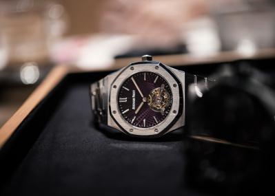 """機械式時計の名門「オーデマ ピゲ」が、複雑機構""""トゥールビヨン""""にこだわり続ける理由とは。"""