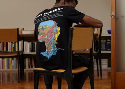 バスキアのアートが、背中に胸に。世界的な人気ブランド「オフ-ホワイト」から新登場!