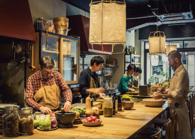 """""""自然体のサステイナビリティ""""を実践するオーガニックレストラン「ザ・ブラインド・ドンキー」の挑戦とは。"""