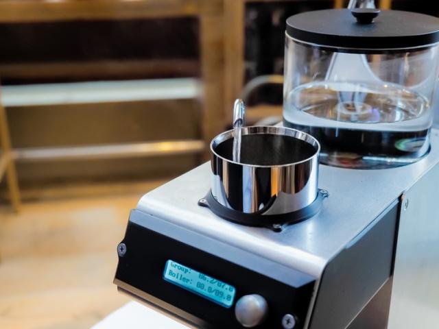 0.5度刻みでお湯の温度をコントロールする、スゴ技のコーヒードリップマシーンを体験してきました。