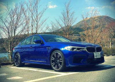 """""""七曲りのダンディ""""現る!? BMWの新型M5は、ふたつの顔が魅力の三人称系スポーツセダン"""