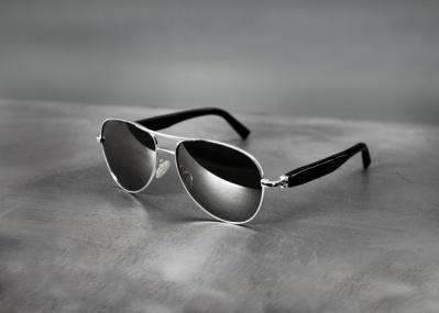 ブリオーニ70周年を記念して、ホワイトゴールド製フレームのサングラスが登場。
