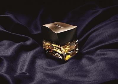 彫刻のようなボトルが目を奪う、イタリアの至宝「ブリオーニ」の新フレグランスとは?