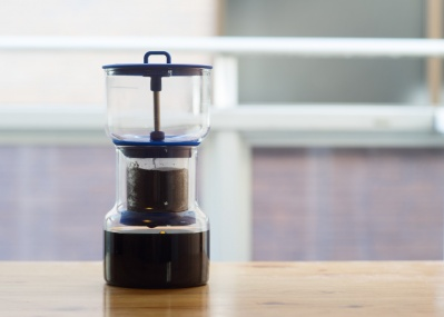 スロードリップ専用のコーヒー器具、カリフォルニア発の『ブルーアー』を試してみた!