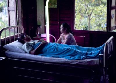 タイの俊英が『光りの墓』で描き出す、過去と現在が溶け合った夢の世界。