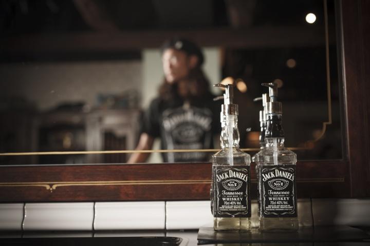 古き良きアメリカが息づくウイスキー「ジャック ダニエル」、マイレージキャンペーンでオリジナルTシャツを手にしてください。