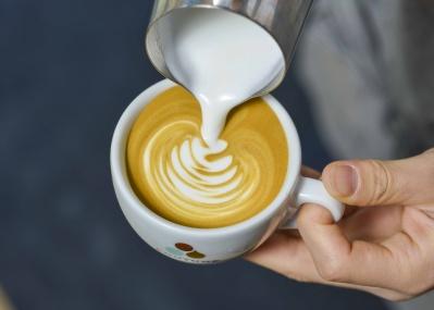 コーヒーとエクレア、最強のペアリングに注目! パリのコーヒーカルチャーを牽引する「COUTUME」がリニューアル