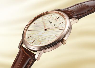 「クレドール」45周年記念モデルは、刀に施す伝統工芸技術で、「風になびく稲穂」を表現。