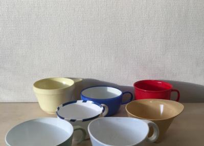 空飛ぶプロダクトデザイン!? 1950年代から蒐集されてきた航空会社のカップが一堂に会す『Airplane Cups』展が話題です。