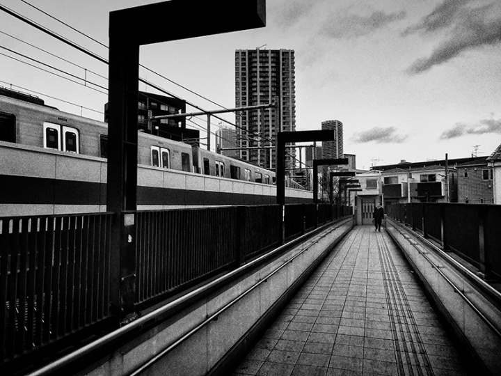 挑発を秘め、東京という都市の破片を写した、森山大道の新作写真集『K』を見よ。