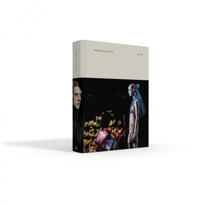 ドリス ヴァン ノッテンのショー100回記念のビジュアルブックは、ファッショニスタ垂涎のコレクタブルアイテムです。