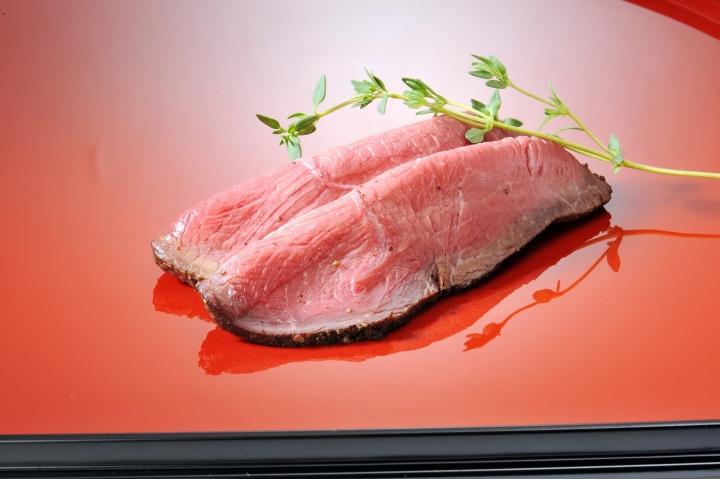 2018年のお正月の準備はもう始まっています。 ELEZOの「特選肉おせち」でプレミアムな新年を!