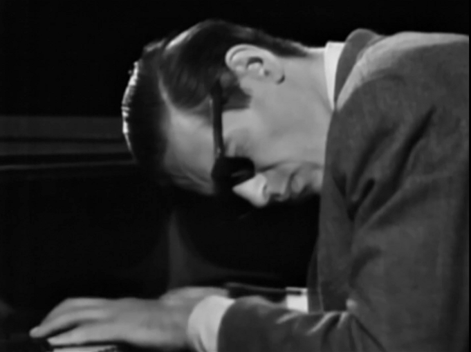 薬物依存に恋人の死……。天才ジャズピアニスト、ビル・エヴァンスの波乱に満ちた人生が心に刺さる、84分間の驚異的ドキュメンタリー