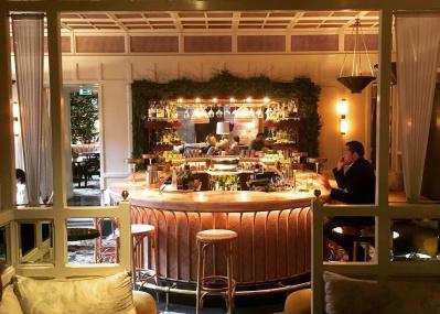 ロンドンのモダンアールデコなホテルに、知られざるアングラ空間が……