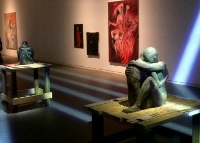 """「画と機 山本耀司・朝倉優佳」の""""アート空間""""が示す、絵画とファッションの新しい関係性。"""