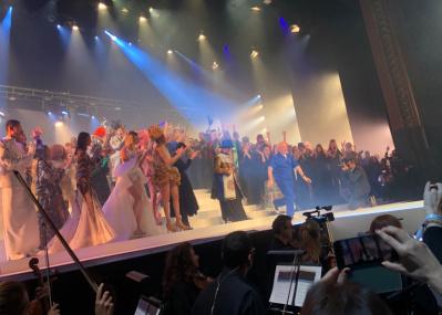 """熱狂と歓声に包まれた、""""レジェンド""""ゴルチエによる最後のショーをパリから詳細レポート"""
