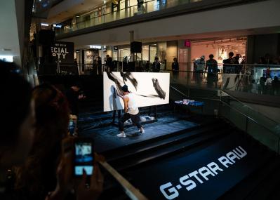 ジースター ロゥ×ライブパフォーマンス、革新的なデニムブランドが贈る特別イベントが東京・表参道ヒルズで開催。