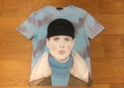 「グッチ」のコラボTシャツが、初秋の着こなしにぴったりの理由とは?