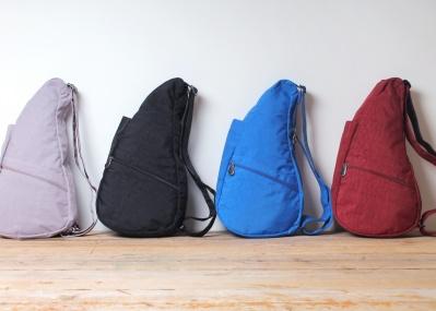 ユニークな形、だけど身体の構造に基づいたヘルシーなバッグなんです。