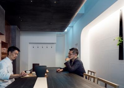 緒方慎一郎が自ら語る、日本茶と和菓子の新店「HIGASHIYA man 丸の内」の愉しみ方。
