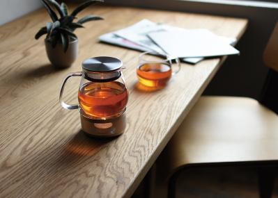 """キャンドルの火がゆらめく""""ティーウォーマー""""で、いつもの紅茶を極上の一杯に。"""