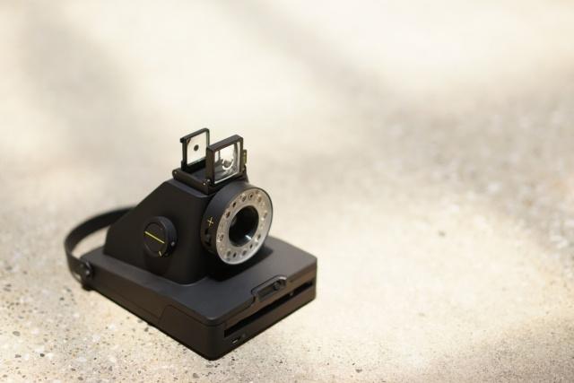 日本に上陸した話題のポラロイドカメラ「I-1」は、とてもデジタルなアナログカメラでした。