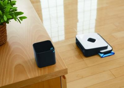 今度は床を拭きます! 「ルンバ」のアイロボット社が、新ロボット「ブラーバ380j」を発売へ。