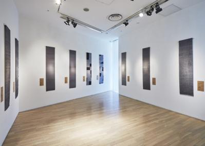 建築家・長坂常と染物師・廣瀬雄一が描く新たな表現——。『亜空間として形成する伊勢型紙 江戸小紋の世界』展が表参道で開催中。