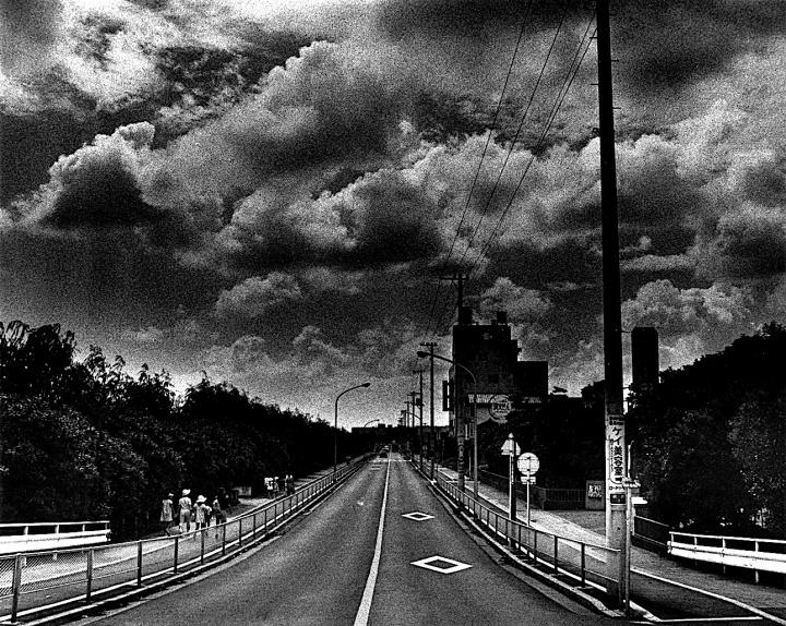 """石内 都40年の軌跡を辿る大規模個展で、濃密で繊細な写真の""""肌理(きめ)""""を目撃せよ。"""