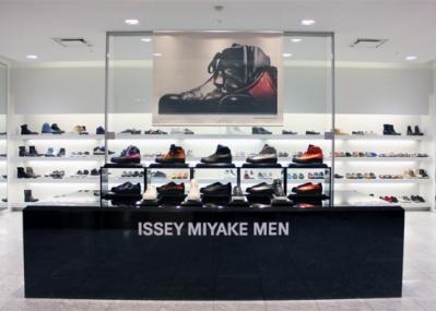 早いモノ好き必見。 新生「ISSEY MIYAKE MEN」の定番スニーカーが伊勢丹で限定展開中。
