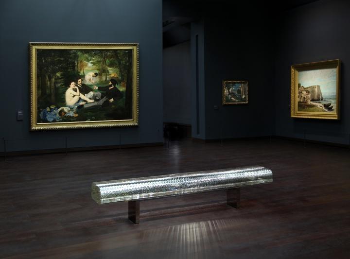 "ISSEY MIYAKE WATCHの新作は、ガラスの塊から生みだされた""光の彫刻""です。"