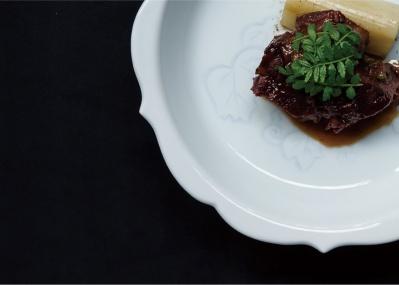 新年の美食始めは、人間国宝の器で味わう1日限定の食事会「器譚 ‒ KITAN ‒ 」で。