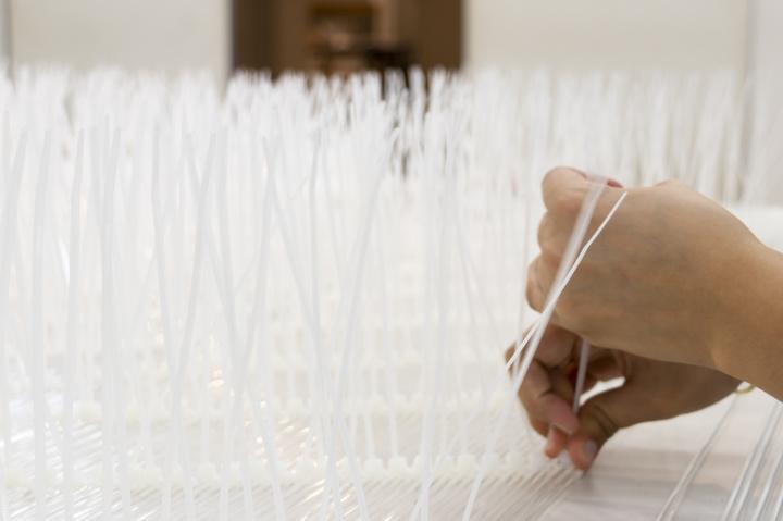 「建築とは、編んでつくるもの」——LIXILギャラリーで、隈研吾研究室の活動に編み込まれましょう。