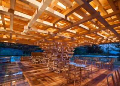 隈 研吾のキャリアの集大成『くまのもの』展で、素材という観点から建築空間の魅力に迫ってみませんか?