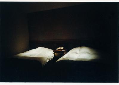 下北沢のカフェバーで堪能する、写真家・野村佐紀子のふたつの展覧会。