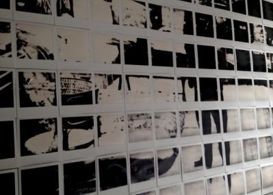 iPhoneの画面をインスタントフィルムに焼き付ける、INSTANT LABの展覧会がすごい。