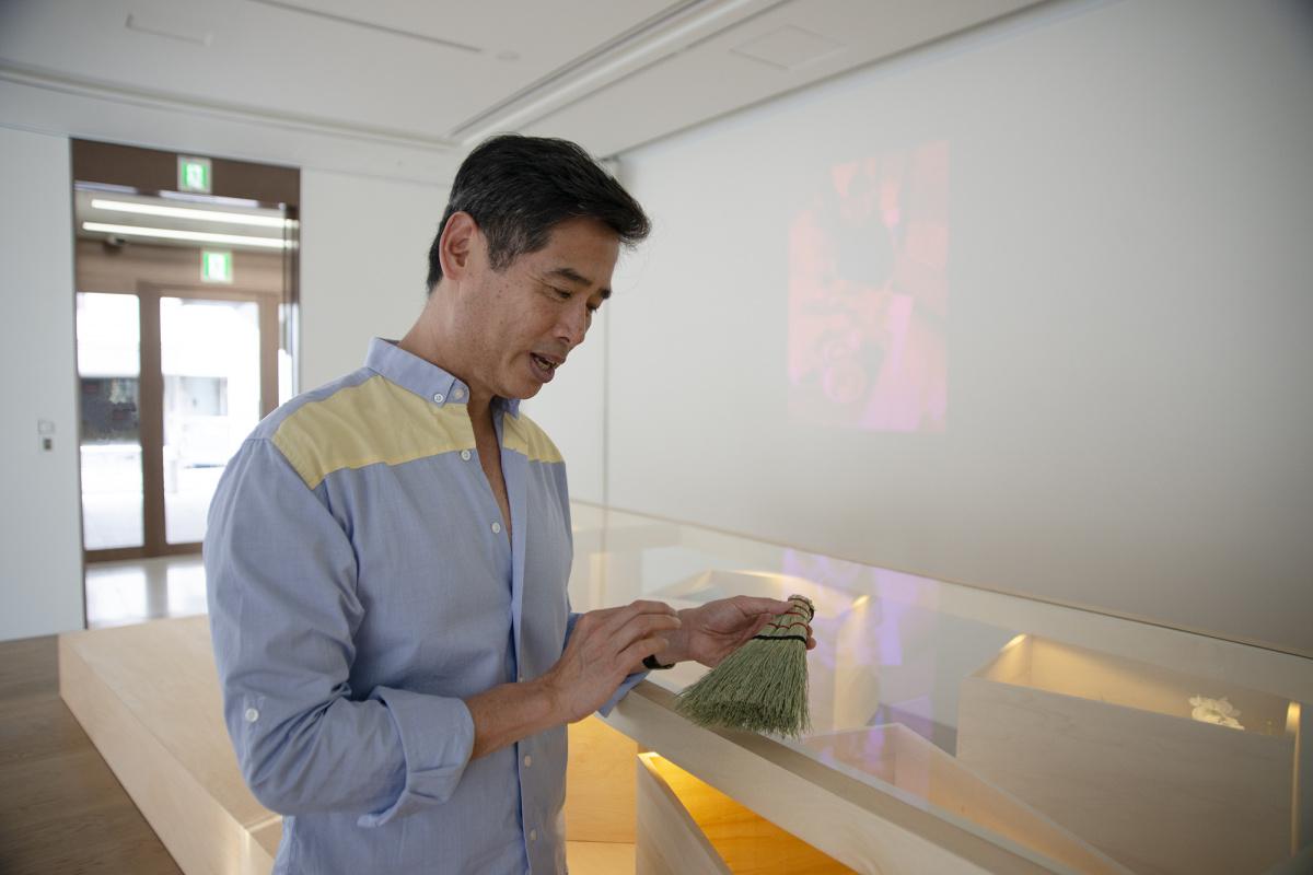 """あなたが街を案内するなら? リー・ミンウェイが個展『The Tourist』で発信する、""""ツアーガイド""""とつくるアート"""
